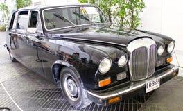 Plas för Daimler suveräna serie III Vanden 4200 cc på skärm. Fotografering för Bildbyråer