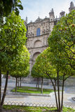 Plasencia καθεδρικός ναός από τον πορτοκαλή κήπο δέντρων, Ισπανία Στοκ φωτογραφίες με δικαίωμα ελεύθερης χρήσης