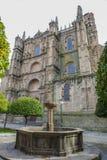 Plasencia katedra od pomarańczowego drzewa ogródu, Hiszpania Zdjęcia Stock