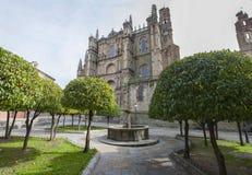 Plasencia Nowa katedra Widok od pomarańczowych drzew ogródu Obraz Royalty Free