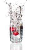 plaska för cherrysexponeringsglas Royaltyfri Fotografi
