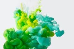Plaskar den övre sikten för slutet av blandning av målarfärger Arkivbild