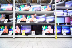 Plasma TVs stand in shop Royalty Free Stock Photography