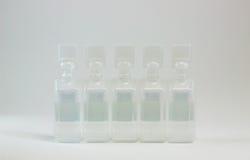 Plast- ampuller som innehåller farmaceutiska produkter Arkivbilder