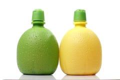 Plast- apelsin- och citronjuiceflaskor Royaltyfri Bild