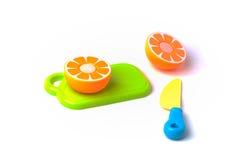 Plast- apelsin som klipps i halva Royaltyfri Fotografi