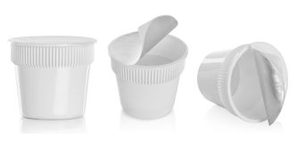 Plast- behållare för mat, efterrätt, yoghurt, glass, gräddfil Arkivfoton