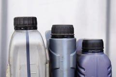 Plast- behållare för motorolja, bildelar royaltyfri foto