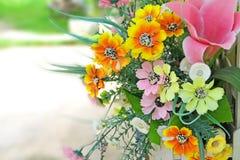 Plast-blommor. Arkivfoton