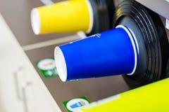 Plast- exponeringsglas i lagringscylinder under kallare maskin arkivfoton