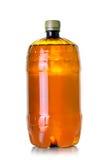 Plast- flaska av icke-filtrerat öl Arkivbild