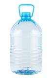 Plast- flaska av klart dricksvatten Arkivfoto