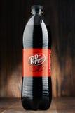 Plast- flaska av kolsyrad läskDr Pepper Fotografering för Bildbyråer