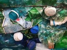 Plast-flaskor i bal Arkivfoto