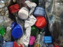 Plast-flaskor i bal Arkivfoton