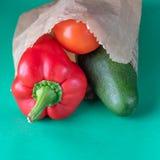 Plast- fri shopping Organiska produkter för bönder royaltyfria bilder