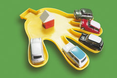 Plast- hand med Toy Cars Royaltyfria Foton