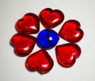 Plast- hjärtor i blommadesign Fotografering för Bildbyråer