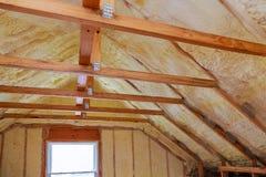 Plast- isolering för skum på ett nytt tak royaltyfri foto