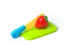 Plast- jordgubbe som klipps i halva Fotografering för Bildbyråer