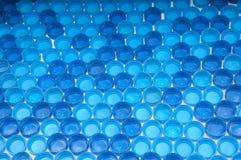 Plast- kapsyler för blått Fotografering för Bildbyråer