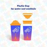 Plast- kopp för vatten och coctailar Arkivbild