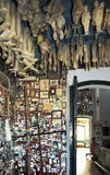 Plast- kroppsdelar som votive religiöst erbjuda, Salvador, Brazi Arkivbilder