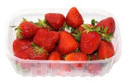 Plast- magasin med jordgubbar. Royaltyfria Foton
