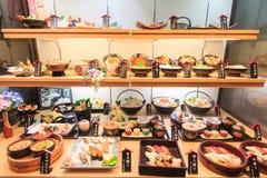 Plast- matkopia av sushi i en restaurang av Otaru Arkivfoton
