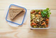 plast- matlagringsbehållare begreppet av långsiktig lagring av produkter arkivbild