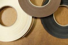 Plast- och pappers- kant för möblemang arkivfoton