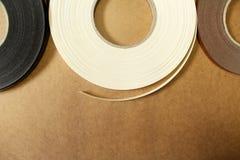 Plast- och pappers- kant för möblemang arkivbilder