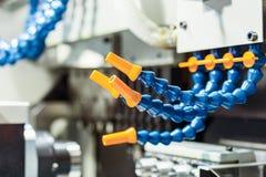 Plast- rör för levererande kylmedel till det bitande hjälpmedlet Arkivfoto