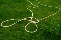 Plast- rör på gräsmattan Arkivbild