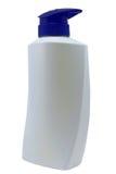Plast- ren vit flaska med den blåa utmatarepumpen på vit bakgrund Royaltyfria Bilder