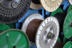 Plast- rullar med kabel arkivbild