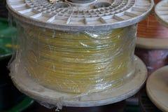 Plast- rullar med kabel arkivfoton