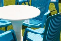 Plast- skrivbord och stol Royaltyfri Bild