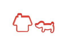 Plast- statyett av huset och hunden toy Royaltyfri Bild