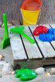 Plast- strandleksaker för ungar, på semester med barn arkivbild