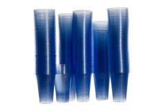 Plast- vattenkoppar för en vattenmaskin Arkivfoto