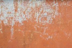 Plastered verkratzte Wand mit Schalenfarbe Stockbilder