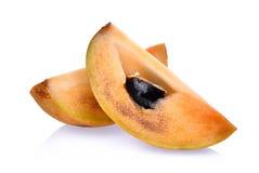 Plasterek świeża sapodilla owoc odizolowywająca na bielu zdjęcia stock