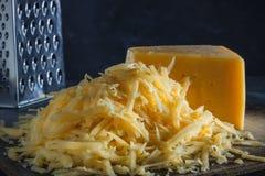 Plasterek cały i góra ucieraliśmy ser na desce zdjęcie royalty free