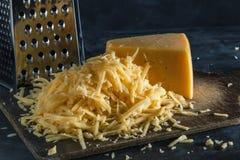 Plasterek cały i góra ucieraliśmy ser na desce obraz royalty free