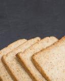 Plasterek chleb na łupkowej ser desce Obraz Stock