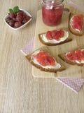 Plasterek chleb z agresta dżemem Fotografia Royalty Free