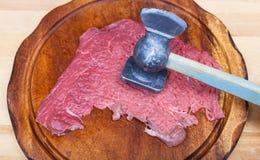 Plasterek cielęcina jest rytmem mięsnym tenderizer Zdjęcie Stock