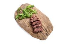 Plasterek mięso na drewno desce Odgórny widok odosobniony Ścieżka Obrazy Royalty Free