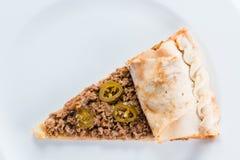 Plasterek mięsna pizza na talerzu Zdjęcie Stock